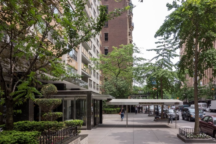 15 WEST 72ND STREET 15A, Upper West Side, $950,000, Web #: 11950962